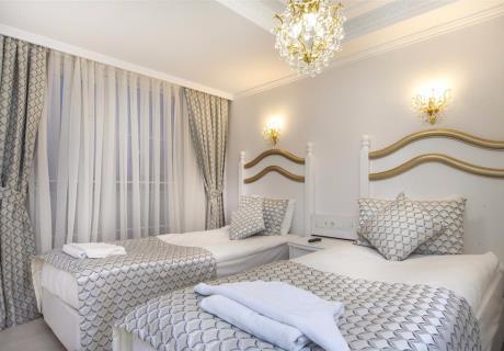 1+1 odalarımızda aradığınız huzuru bulacaksınız. Yeri ve mimarisi özenle belirlenmiş, konforunuz için ayrıntılarla bezenmiş odalarımız, ailelere geniş ve rahat konaklama imkânı sunmaktadır. Çevreci ve yenilikçi bir anlayışla tasarlanmış odalar, rahatınız için yüksek düzeyde düşünelerek döşenmiştir. Modern Saraylar