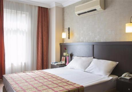 <div><br></div>Otel Ana Binamızda yer alan tropik bahçemize veya yan otele bakan odalarımız balkonlu olup,keyifli bir tatil imkanı sunmaktadır.<br>