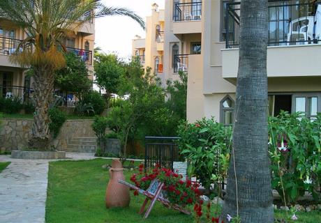 Liegt im Flora Gartenbereich des Hotels. Zimmer mit zwei Einzelbetten oder zwei Einzelbetten und ein Etagenbett, verfügt über Balkon mit Blick auf den Flora Garten.<br><br>