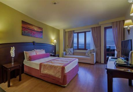 Sea view room with balcony: 1 double bed & 1 single bed.