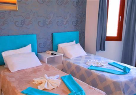 <div><br></div>1 çift kişilik yatak  Çocuk yatağı (0-7 yaş) Deniz görmez