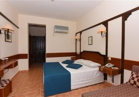 <div><br></div>Bu klimalı odada balkon veya teras mevcuttur. Oda, yüzme havuzu ve dağ manzaralıdır.