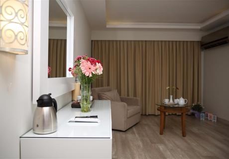 <div><br></div>Standart Odalarimiz Doğa ve deniz manzaralıdır. Balkon bulunmaktadır. Odamızda 1 adet çift kişilik, 1 adet tek kişilik yatak bulunmaktadır. Ekstra yatak ilave edilebilir. Yerler ahşap-laminant parke.