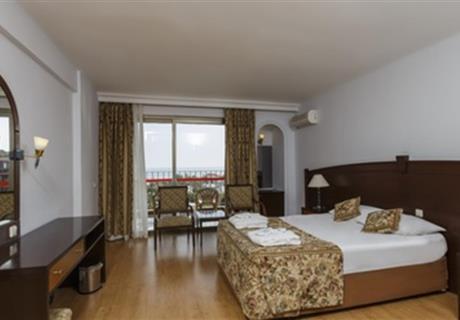 <div><br></div><div>1 adet çift kişilik yatak ve 1 adet tek kişilik yataktan oluşmaktadir.</div>
