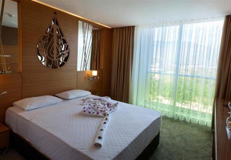<div><br></div>King size yataklar ve balkon bulunduran lüks odalar.