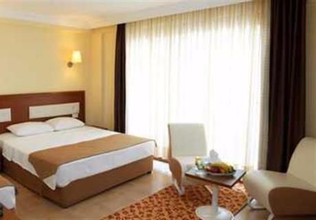 <div><br></div><div>Alt Kat Bungalov; 1 adet çift kişilik ve 1 adet tek kişilik yataktan oluşur. İsteğe göre, odaya portatif yatak ta konulabilir. Bahçe bölümünde yer alır.<br></div>