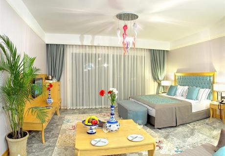 <div><br></div><div>80 m2 büyüklüğünde 2 ayrı yatak odası, 1 salon sunan bu suitlerde, deniz manzaralı jakuzili bir terasa sahip olmanın ayrıcalığını hissedeceksiniz.<br></div>
